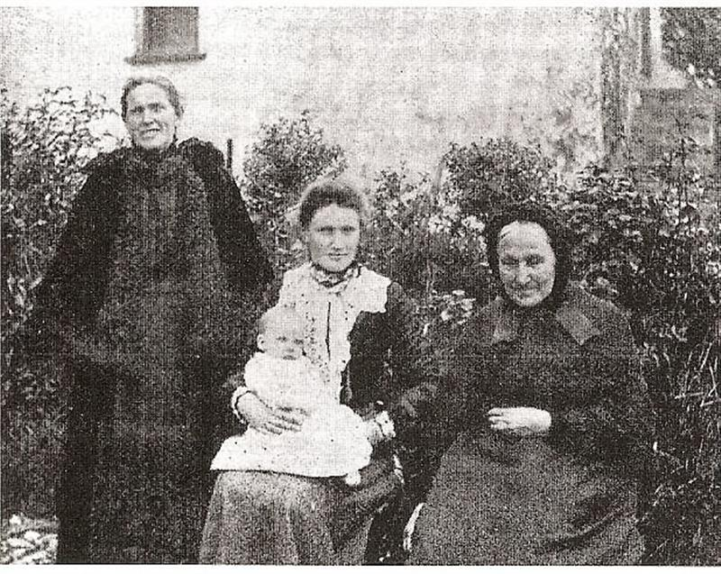 photo of Maryann O'Brien Collins and family co 1900